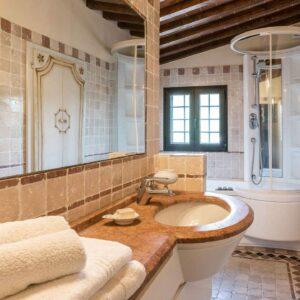 Villa Roncovisi badkamer