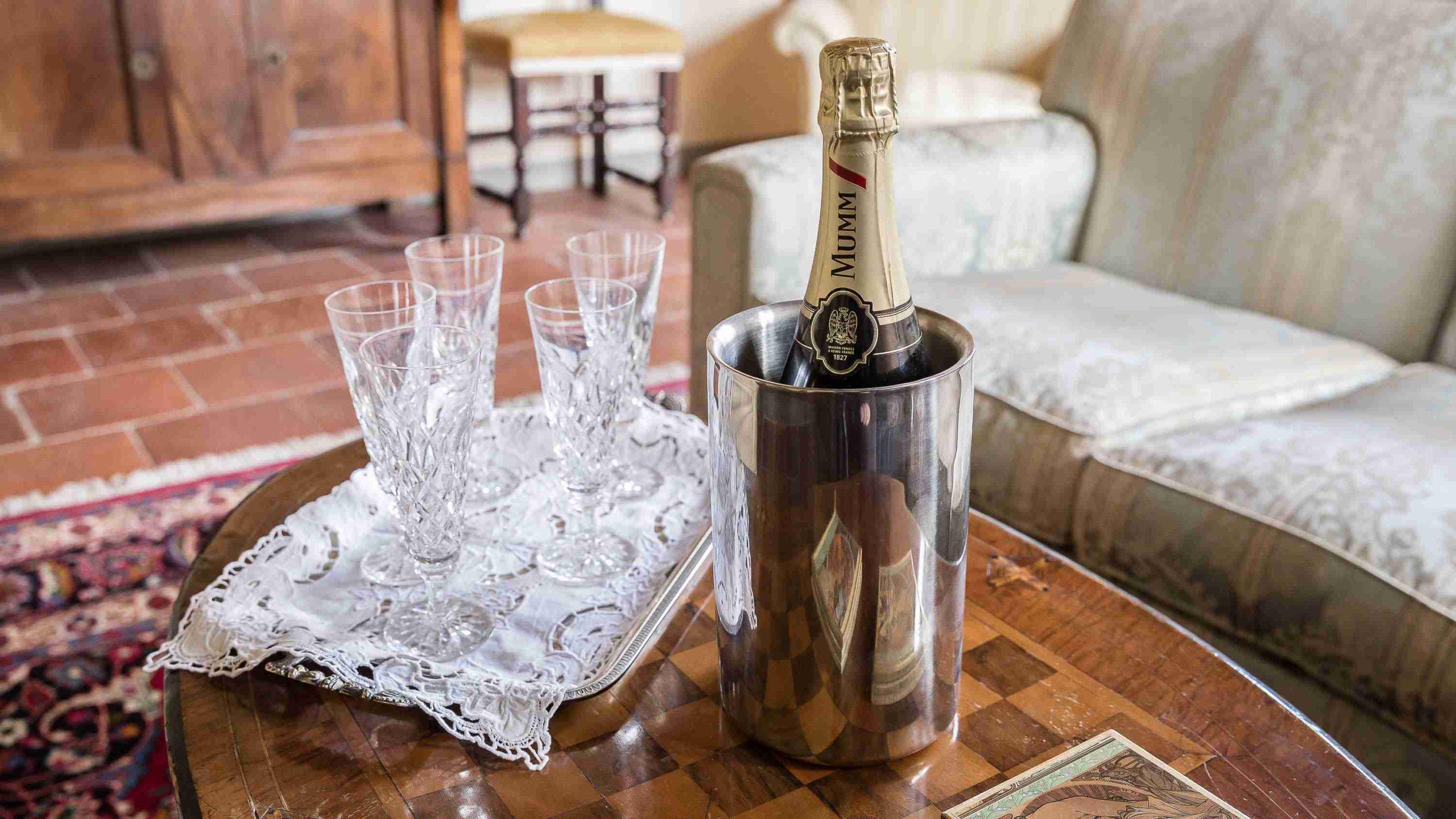 Villa Roncovisi champagne