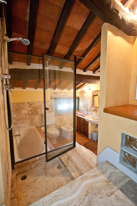 Villa San Martino badkamer