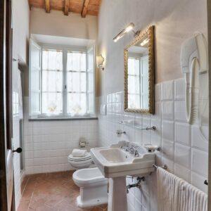Gli Uliveti badkamer