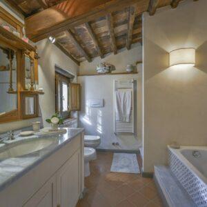 Villa Solaria badkamer