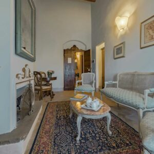 Villa de' Michelangioli salon