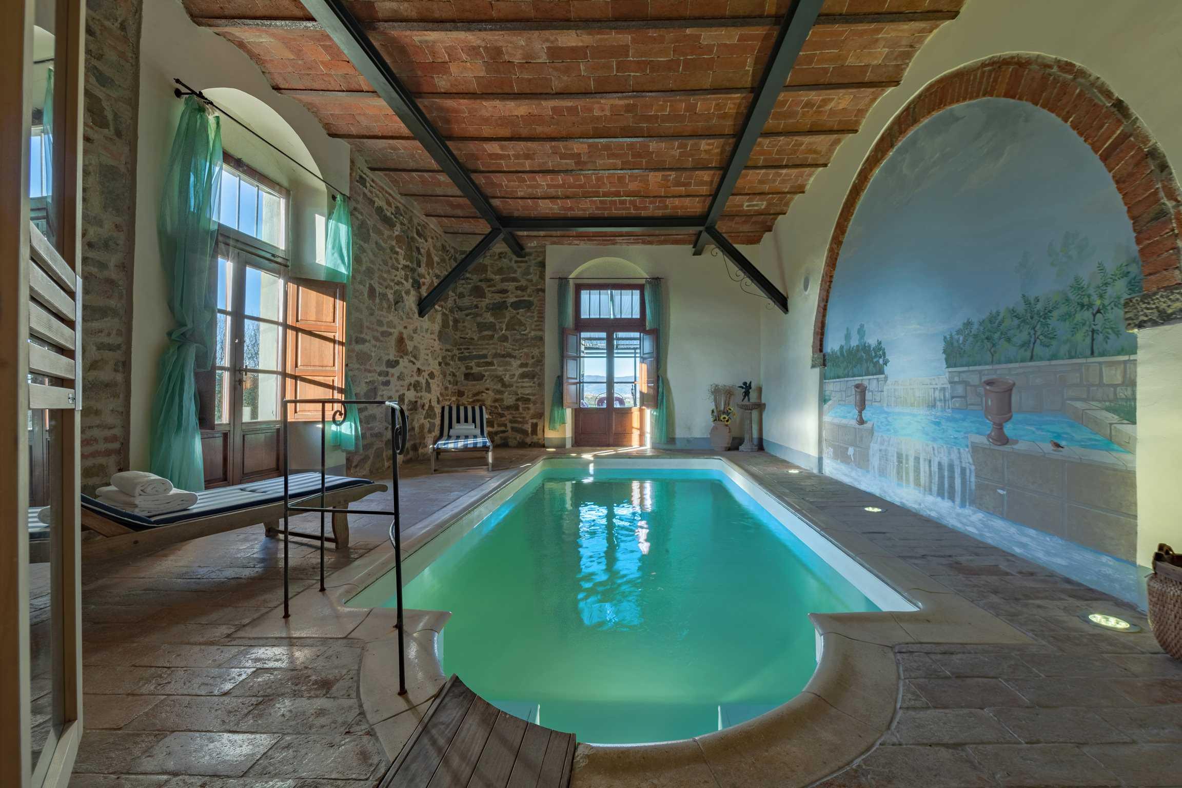 Villa de' Michelangioli binnenzwembad